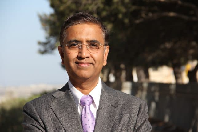 """This is the profile picture of Ramki Ramakrishnan, author of """"Five Waves to Financial Freedom"""" book and the WaveTimes website"""